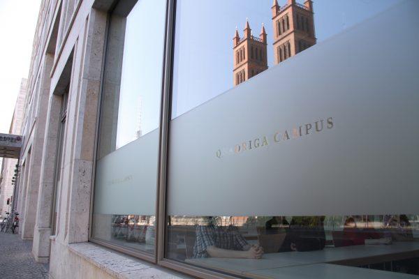 Das Quadriga Media Gebäude von außen.