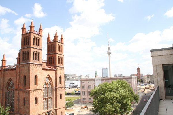 Ausblick vom Balkon des Quadriga Media Gebäudes.
